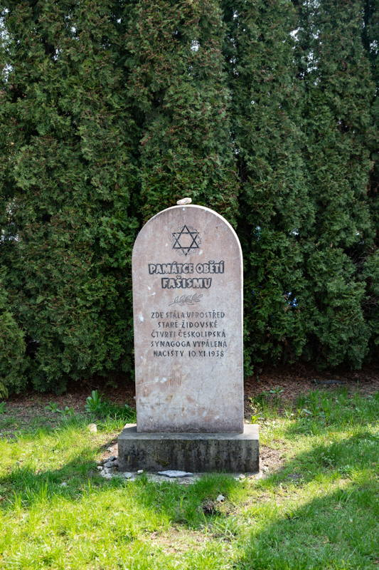Communist memorial with no mention of Shoah except for the Star of David
