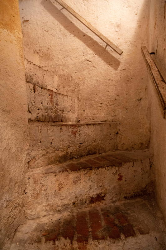 steps down to reach the mikvah