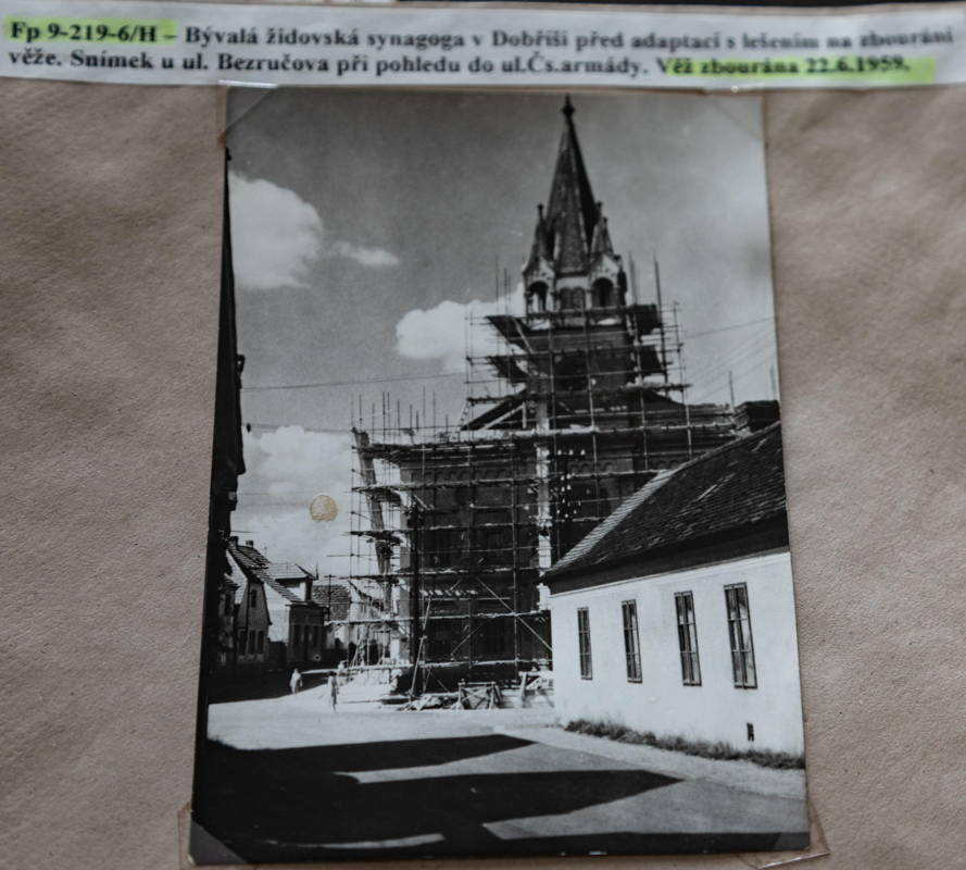 photo of reconstructed synagogue. Photo supplied by town archivist