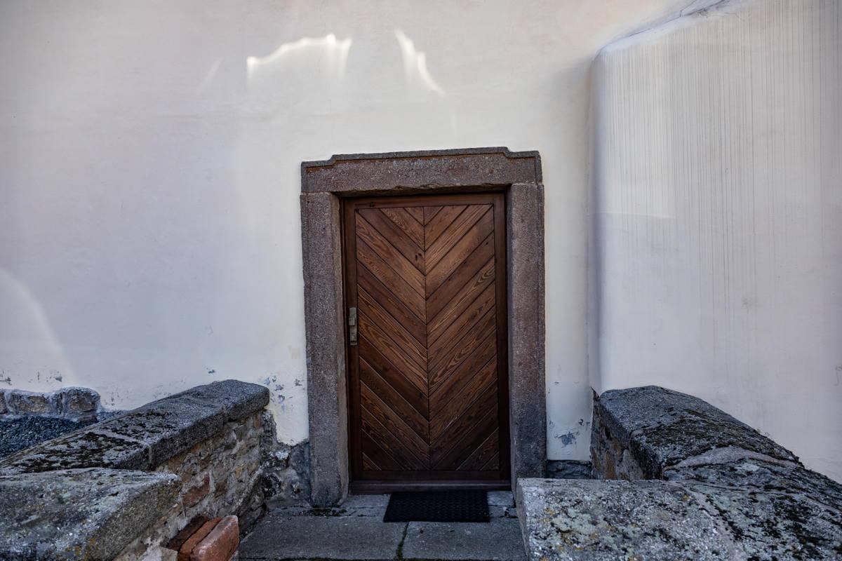 restored door to synagogue