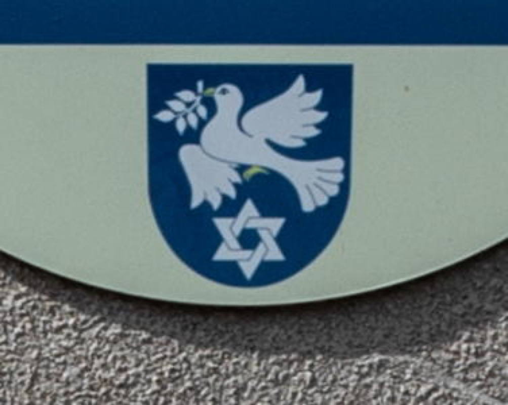 new town symbol recognizing 50% Jewish population before Shoah