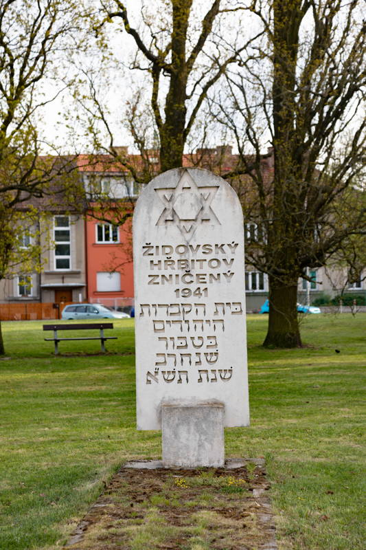 409 Jews deported from Tábor